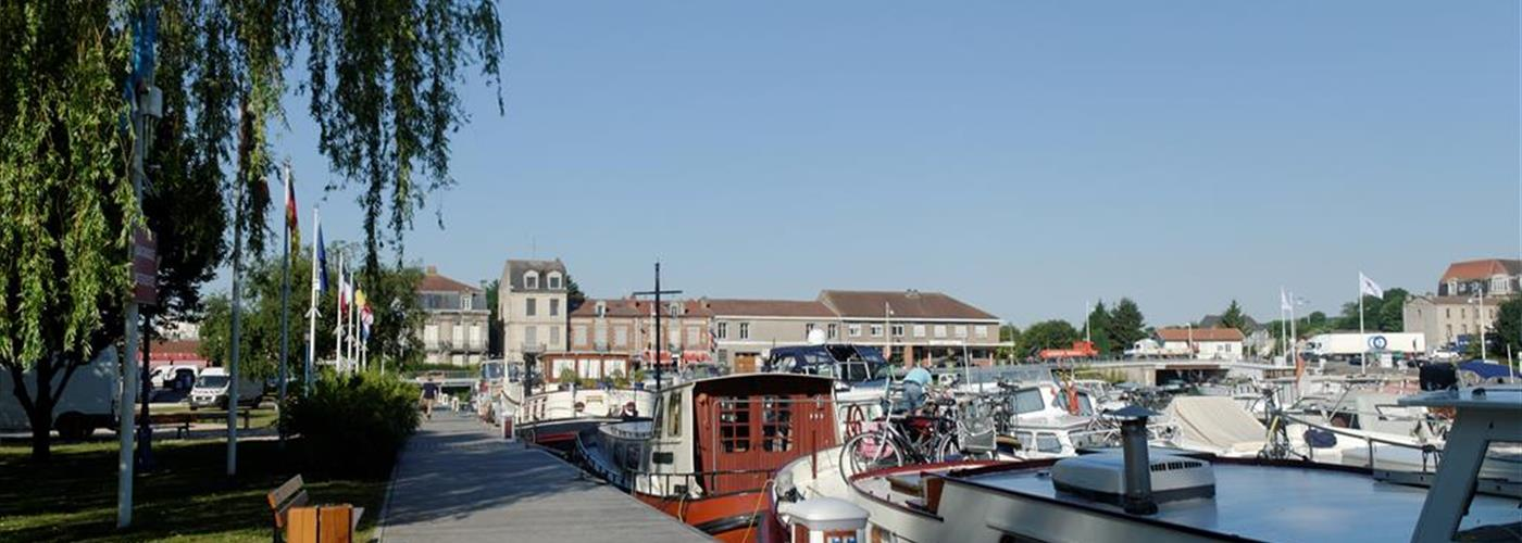 YACHTING HARBOUR IN TOUL