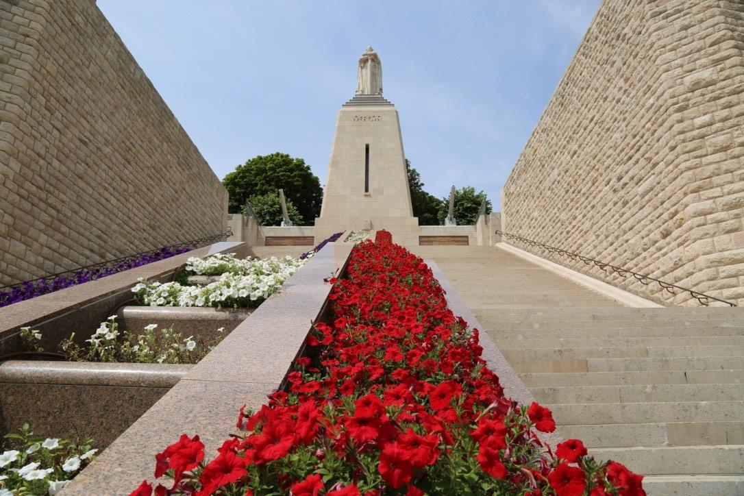 THE MONUMENT TO VICTORY AND THE SOLDIERS OF VERDUN